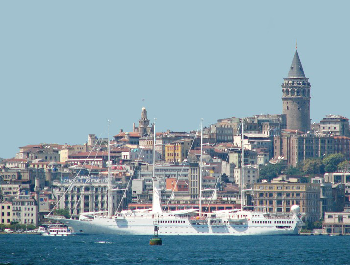 Galata_Tower_as_seen_from_the_Bosphorus.jpg